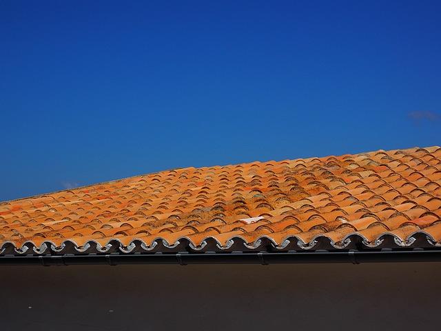 לפני שאוטמים חייבים לבדוק שהגג תקין