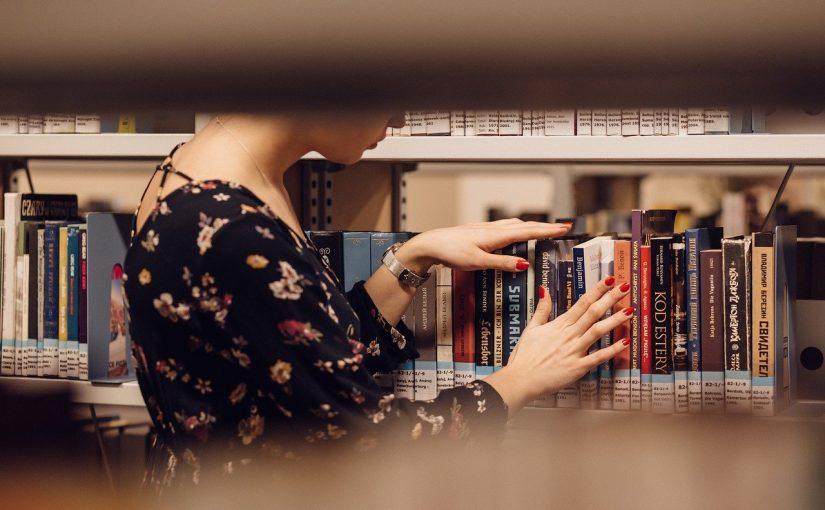 איך מבצעים סקירת ספרות לעבודה סמינריונית?